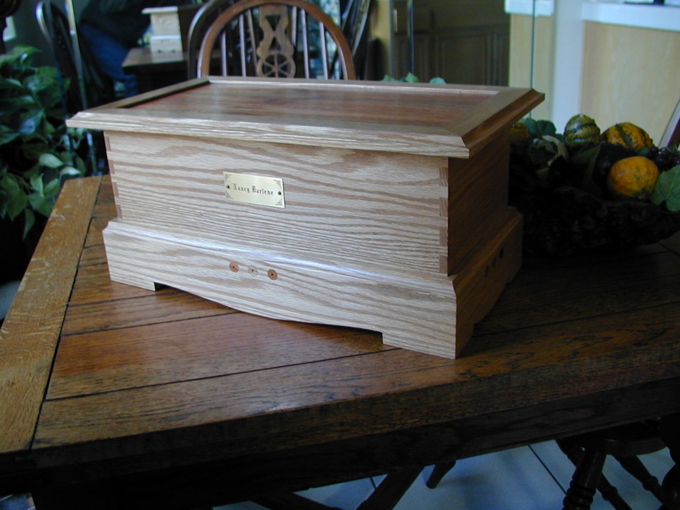 oak-keeping-chest-1.jpg